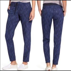 ATHLETA Stride Midtown Ankle Pants. Size 6